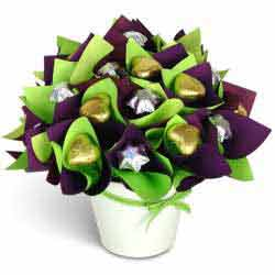 gift-basket-Chocolate-posy